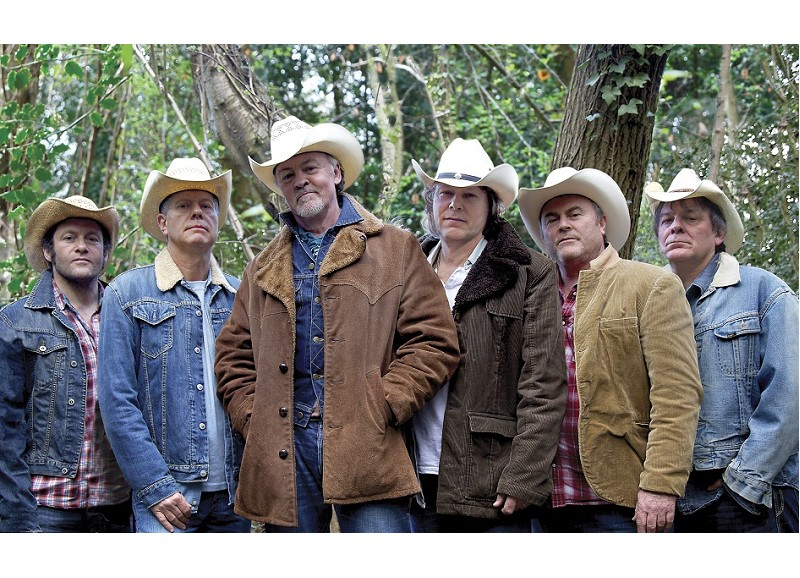 Los Pacaminos with Paul Young