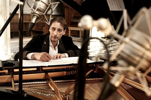 Alistair McGowan: Introductions to Classical Piano