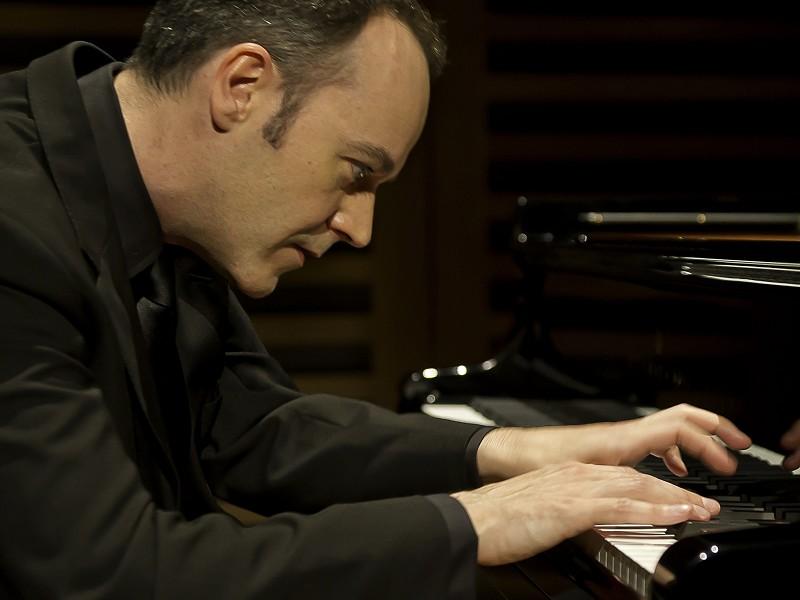 Leon McCawley (piano)