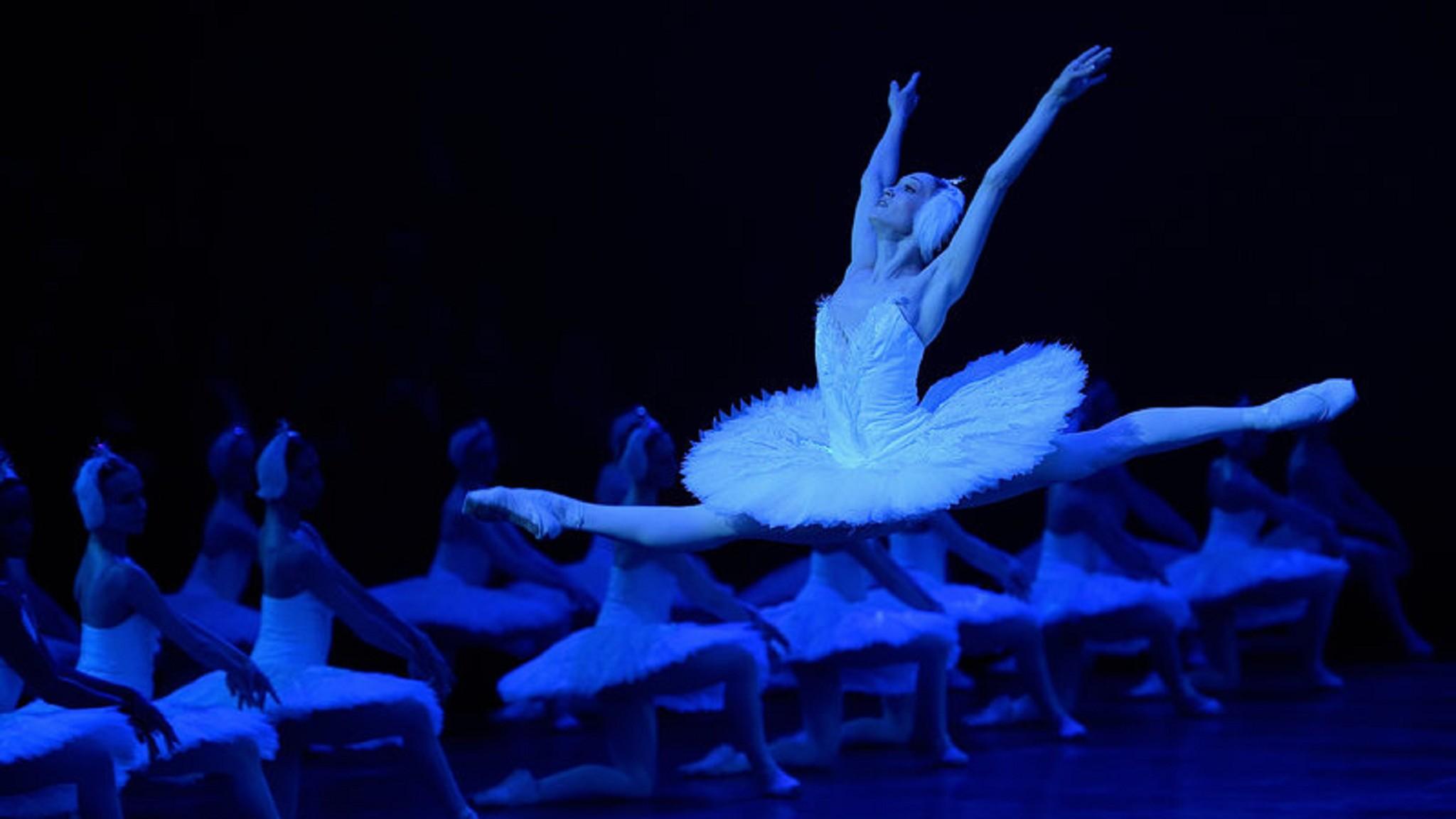 Bolshoi Ballet: Swan Lake (2020)