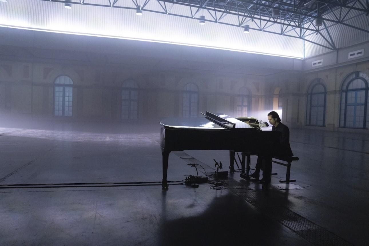 Idiot Prayer – Nick Cave Alone at Alexandra Palace