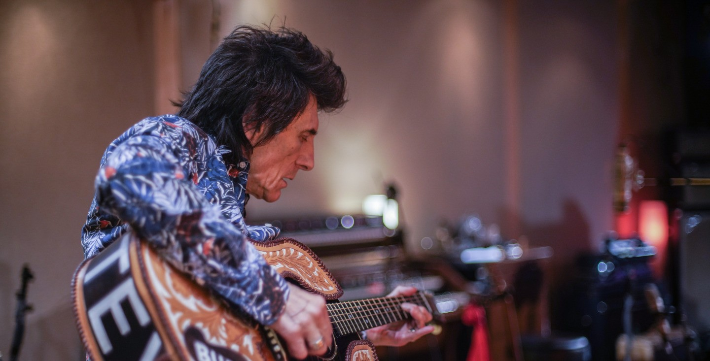 Ronnie Wood: Somebody Up There Likes Me image
