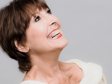Anita Harris, in concert, live on stage