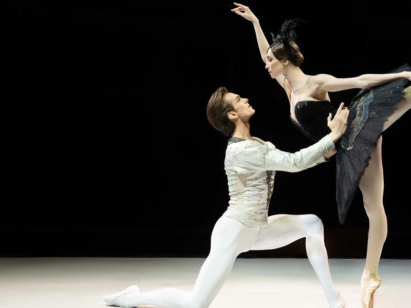 Bolshoi Ballet 21-22: Swan Lake